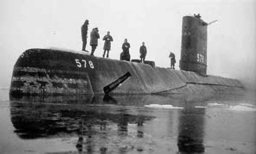 Skate (SSN-578), surfaced at the North Pole, 17 March 1959.