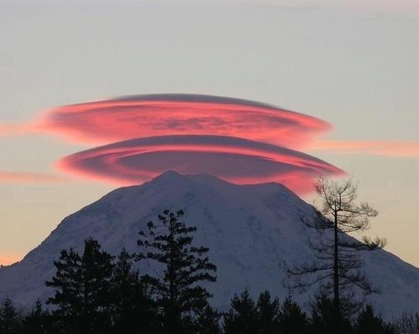 http://wattsupwiththat.files.wordpress.com/2011/10/shasta_lenticular_red.jpg?w=590