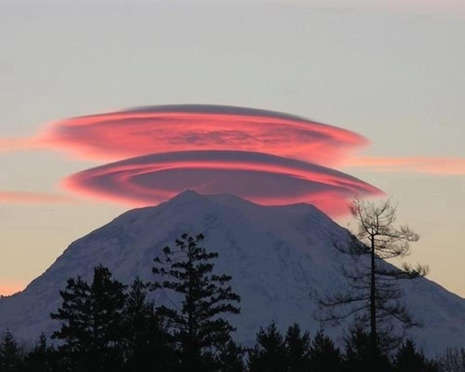 http://wattsupwiththat.files.wordpress.com/2011/10/shasta_lenticular_red.jpg?w=950
