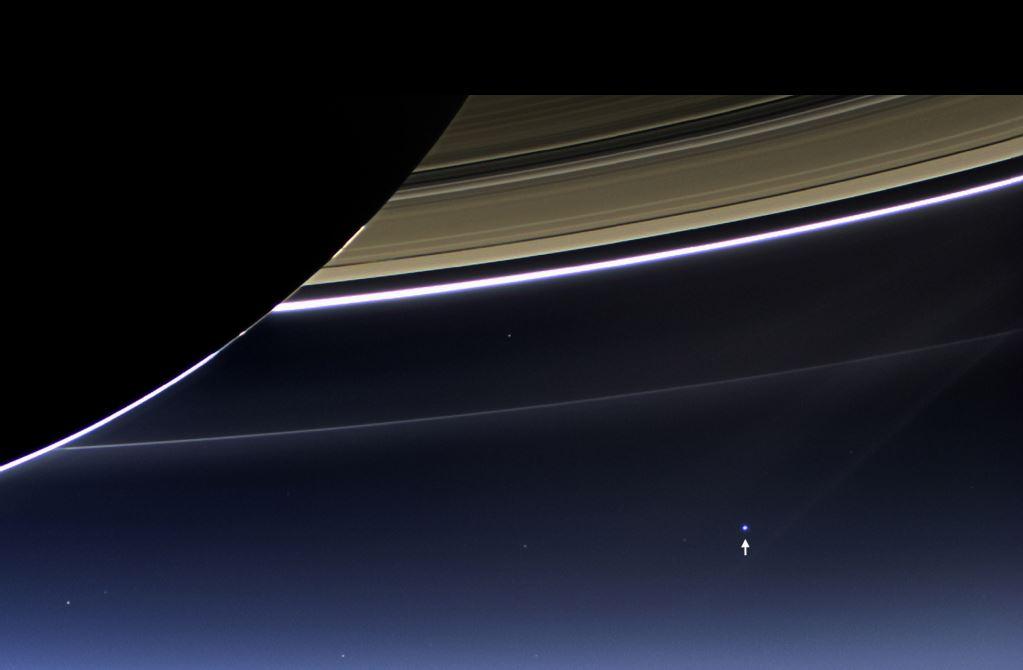 Saturn_Earth_Cassini