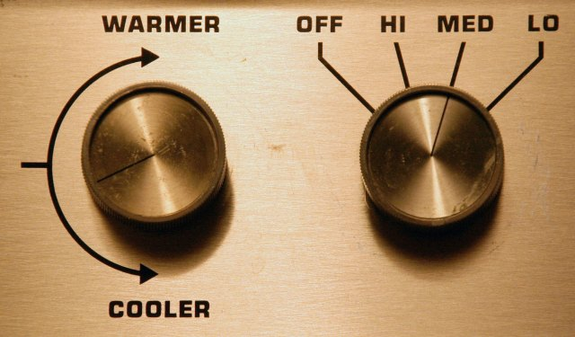 Knobs for climate control Image: Wikipedia