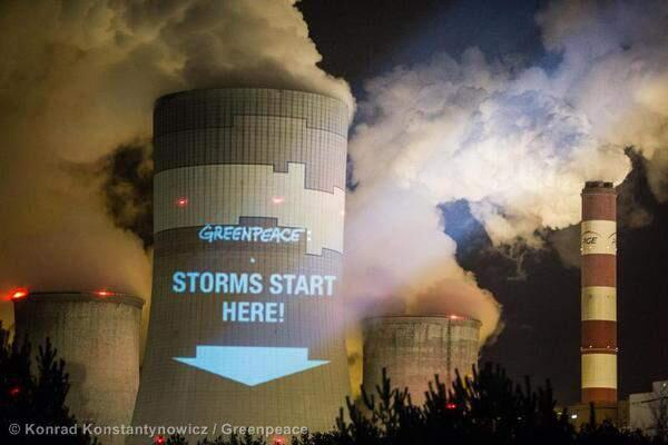 Greenpeace_storms_cooling_towers
