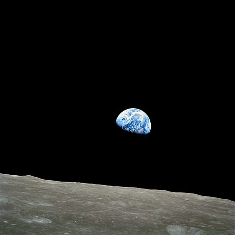 480px-NASA-Apollo8-Dec24-Earthrise[1]