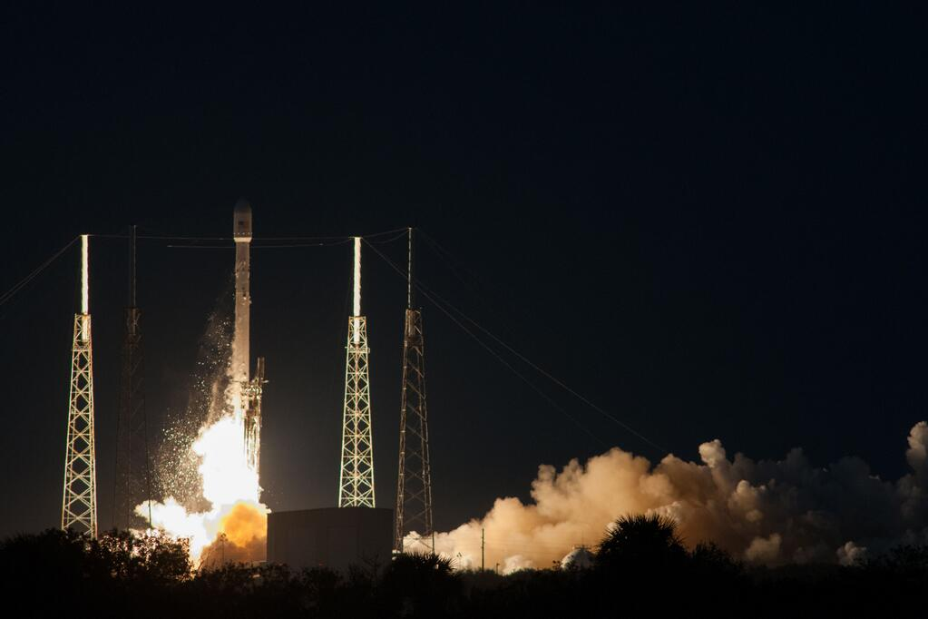 spacex-falcon-9-rocket-launches-ses-8[1]