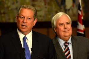 Former US vice president Al Gore (left) joined Clive Palmer to announce PUP's plan to repeal the carbon tax. (Credit: AAP)