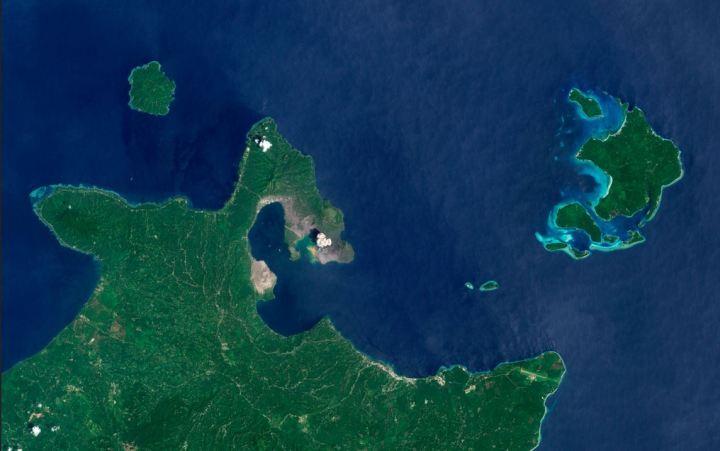 An ash plume rises from Tavurvur Volcano (part of the Rabaul Volcanic Complex) on November 19, 1999. NASA/USGS Landsat 7.