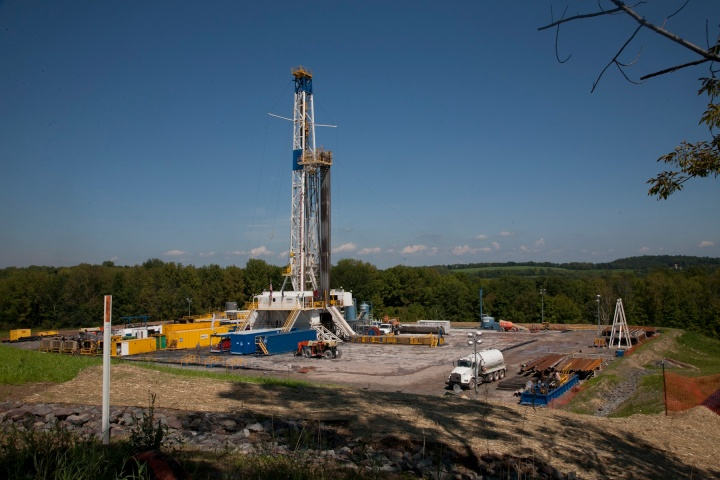 gas-fracking-well