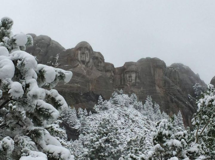 Mt-Rushmore-snow