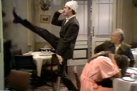goosestepping-cleese