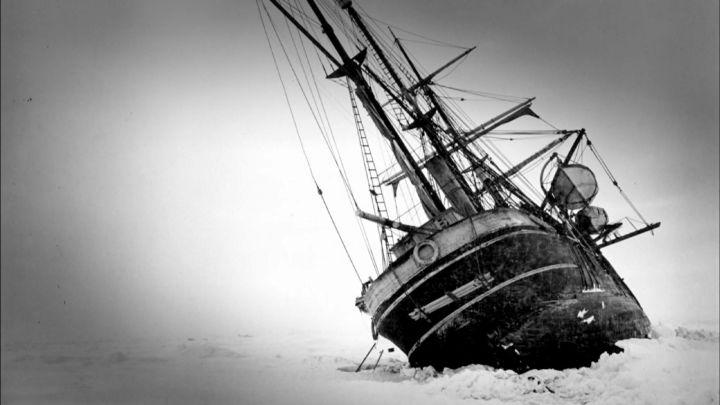 Shackeltons-ship-in-ice