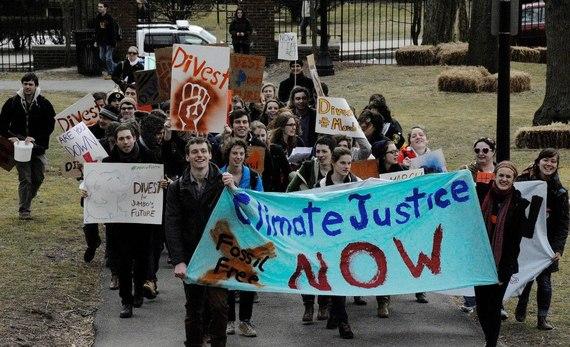 2013-12-30-TuftsStudentsProtestingforDIvestmentFossilFuels-thumb[1]