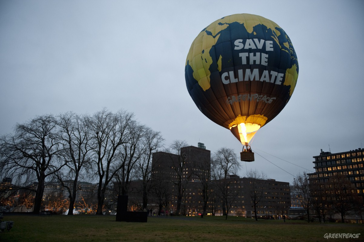 Greenpeace: too stupid to realize that hot balloon photo op is powered by fossil fuel