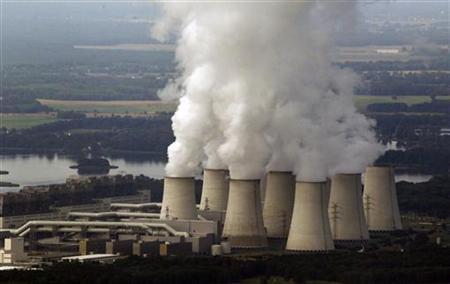 An aerial view shows Vattenfall's Jaenschwalde brown coal power station near Cottbus, eastern Germany August 8, 2010. Photo: Reuters/Fabrizio Bensch