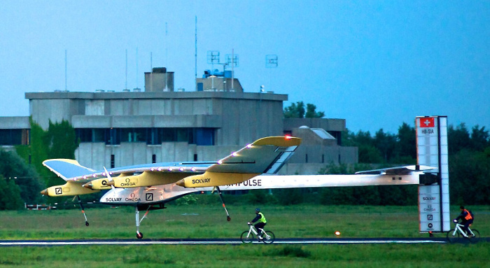 Solar impulse at Brussels Airport, author Brussels Airport, Wikimedia share license