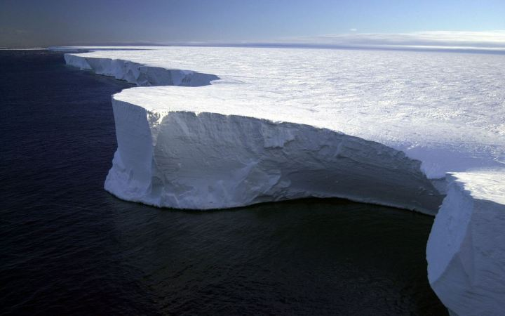 Northern edge of Iceberg B-15A in the Ross Sea, Antarctica, 29 January 2001. Credit: NSF/Josh Landis