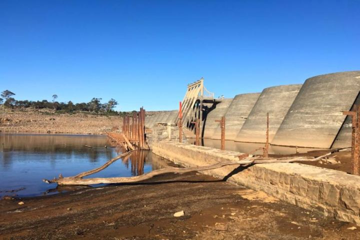 PHOTO: Water levels continue to fall in Great Lake which is Hydro Tasmania's second largest storage system. (Supplied: Kaylee Hattinger)