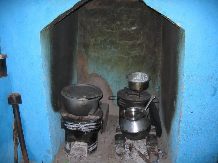"""About 40 percent of families continued using traditional cooking methods after they received new cookstoves as part of the intervention. This """"stove stacking"""" phenomenon erased some of the hoped-for benefits. CREDIT Ther Wint Aung, University of British Columbia"""