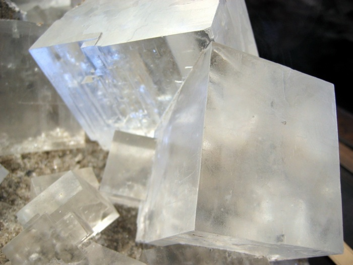 A macro shot of salt crystals taken in the Natural History Museum of Vienna. Image: Wikimedia