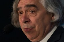 US Energy Secretary Ernest Moniz said that US public opinion and state and local policymakers were moving toward reducing carbon responsible for the planet's fast-rising temperatures
