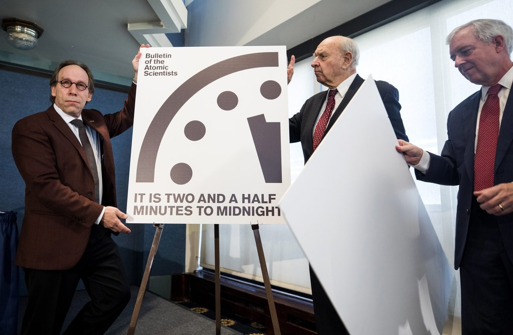 Lawrence Krauss, left, Thomas Pickering and David Titley announce The Bulletin of the Atomic Scientists' decision to move the so-called 'Doomsday Clock to 2.5 minutes to midnight in Washington, D.C., on Friday. (JIM LO SCALZO/EPA)
