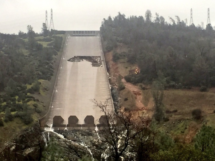 Oroville Dam Spillway collapse may be due to missing REBAR