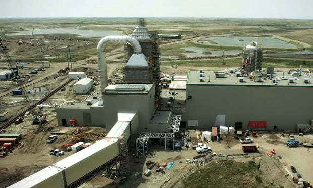 Canada switches on world's first carbon capture power ...